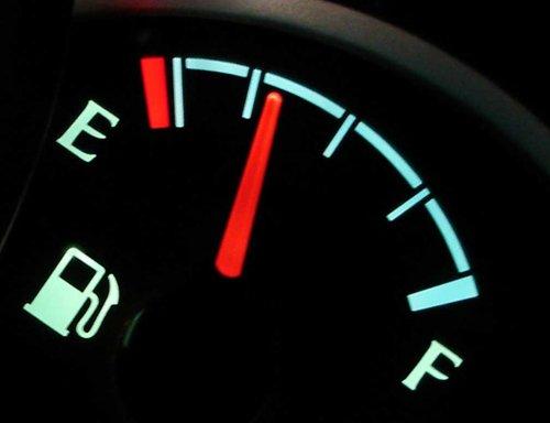 Để bơm xăng hoạt động tốt, bạn nên giữ cho xăng trong bình luôn còn ít nhất 1/4.