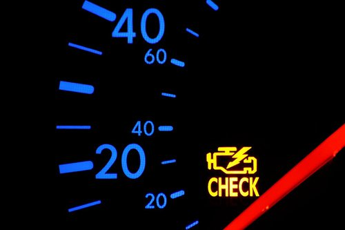Khi một đèn cảnh báo nào trên bảng Tablo sáng, chứng tỏ xe của bạn đang gặp vấn đề.