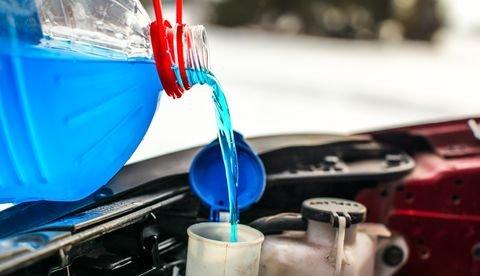 Nước làm mát có vai trò quan trọng trong việc bảo vệ, duy trì sự ổn định của động cơ.