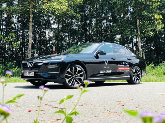 Bảng giá xe VinFast Lux A2.0 lăn bánh tháng 10/2020 - 11
