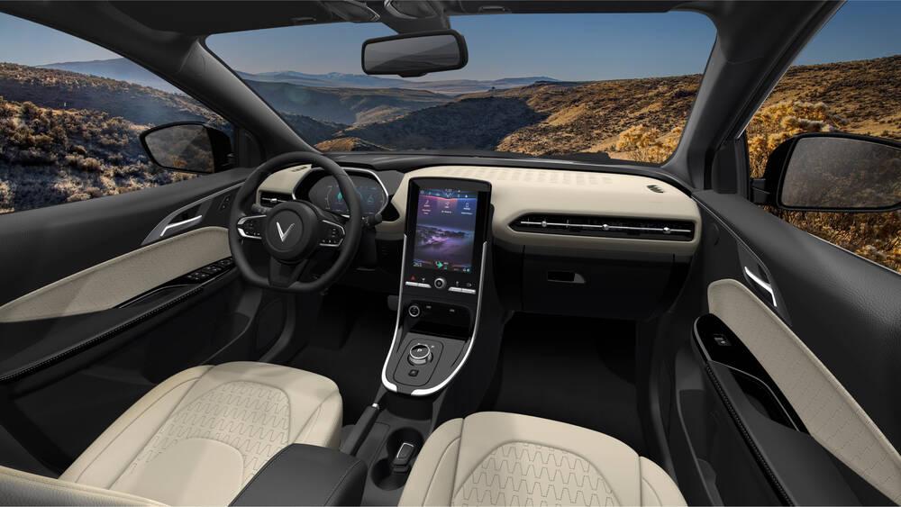 VinFast mở bán ôtô điện đầu tiên, sạc đầy pin đi được 300km Ảnh 4